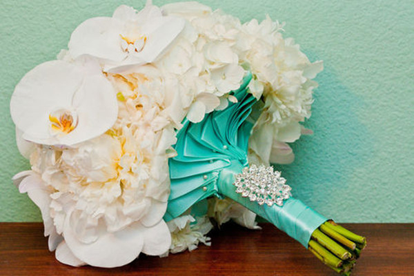 tiffany blue theme wedding bouquet