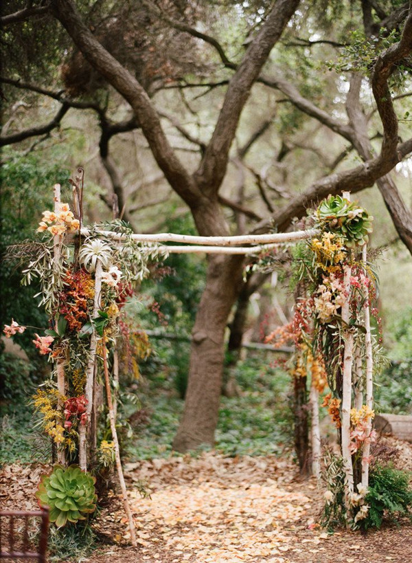 fall wedding arch ideas for outdoor wedding ceremony