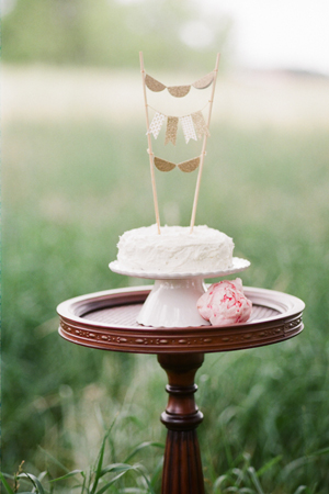 2014 trending wedding cakes with tall toppers