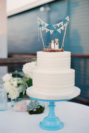 beach blue wedding cakes with tall toppers 2013 2014 trends