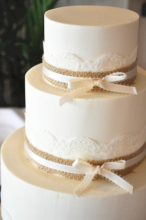 lace and burlap wedding cakes 2013 and 2014 trends