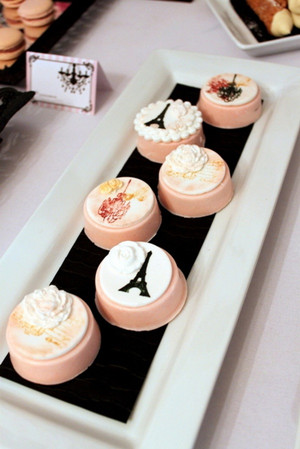pink nad black vintage parisian bridal shower deserts