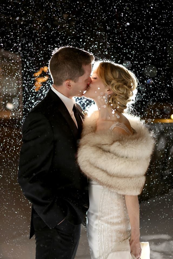 romantic  wedding photo ideas for winter new years eve