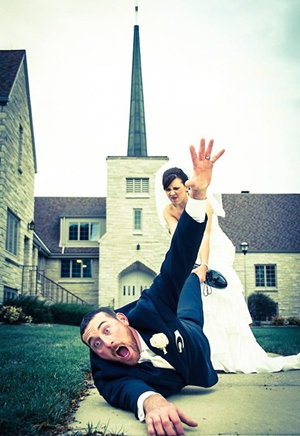 funny wedding photo ideas for bride and groom