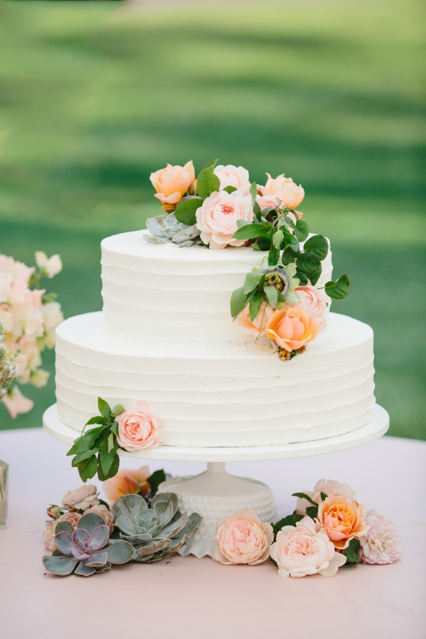 20 gorgeous wedding cakes that wow elegantweddinginvites blog two tiers white wedding cakes with peach flowers junglespirit Choice Image