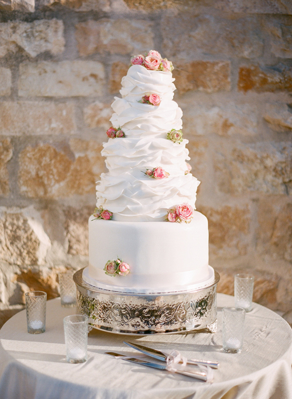 white wedding cakes decorated with pink flowrs
