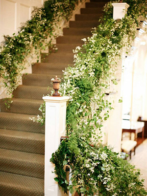 a grand staircase for elegant indoor wedding ideas