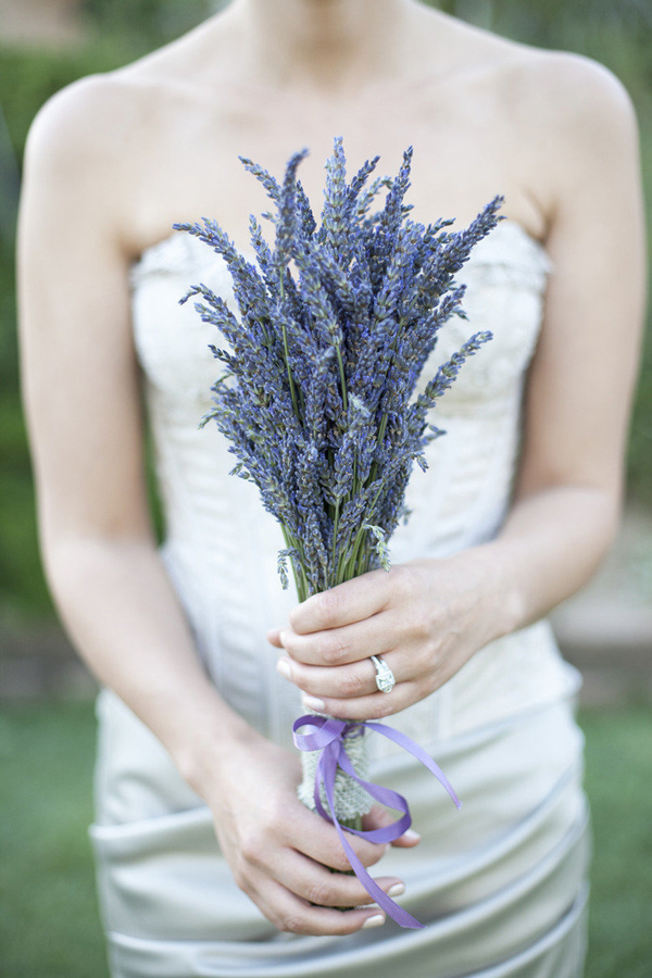 amazing lavender wedding bouquets ideas for brides