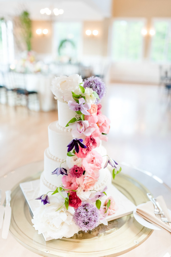 floral decorated wedding cakes for summer pastel wedding ideas