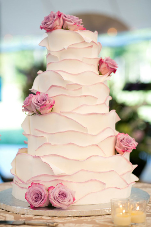 sweet and elegant wedding cakes with pink roses decorated on