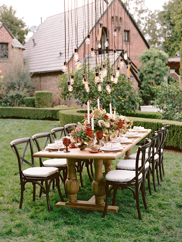 18 stunning wedding reception decoration ideas to steal rustic backyard wedding reception decoration ideas with hanging lights junglespirit Choice Image