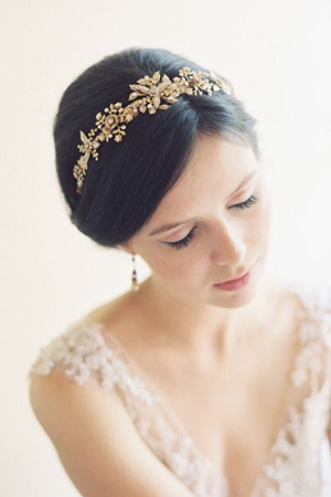 soft filigree crown bridal headpiece for vintage wedding ideas