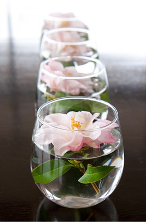 16 stunning floating wedding centerpiece ideas wonderful diy unique floating candle wedding centerpieces with flowers junglespirit Images
