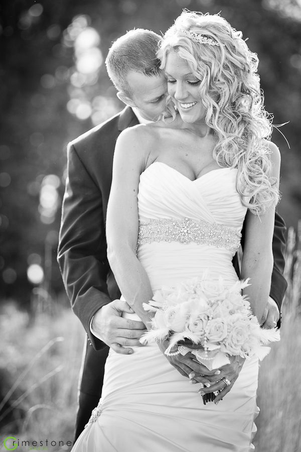 Kiss her shoulder wedding photo ideas