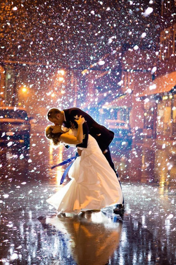 amazing winter wedding photo in the snowy night