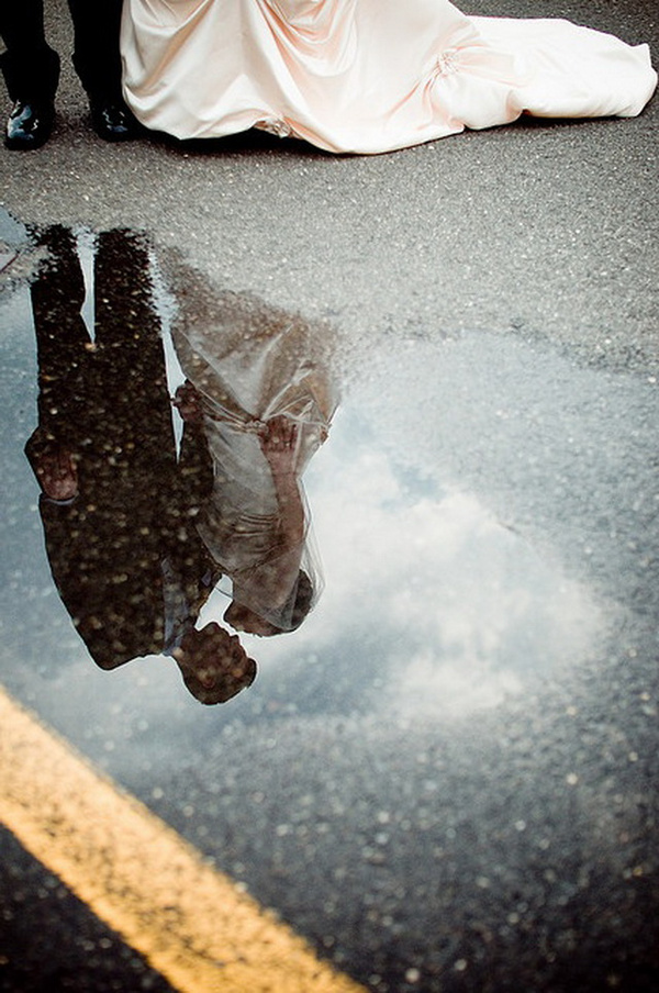 creative wedding photo idea-water reflection