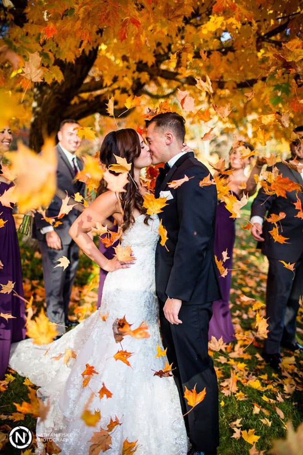 fall wedding photo inspiration- kisses in the flying leaves