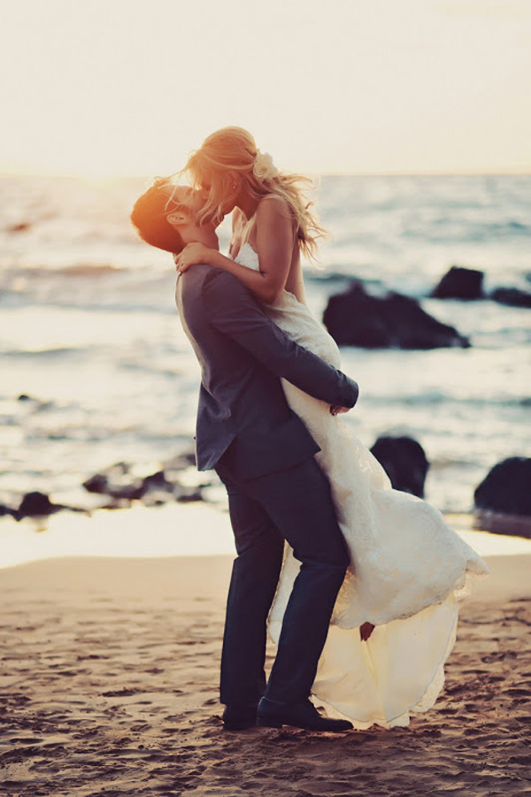 romantic beach wedding photo inspiration