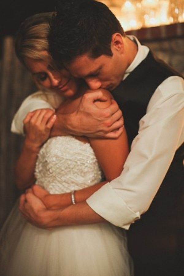 romantic bride and groom wedding photo ideas