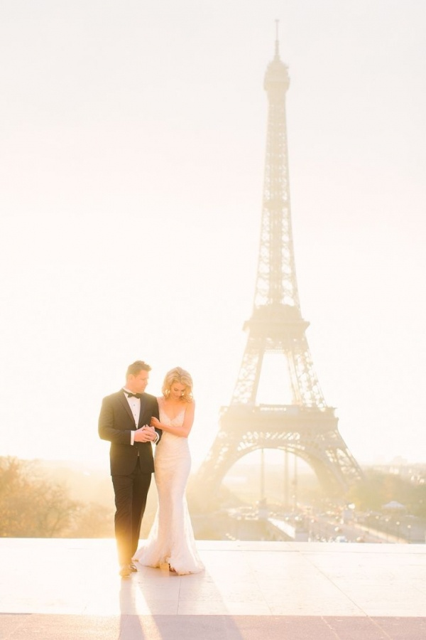 romantic wedding photo ideas in Paris