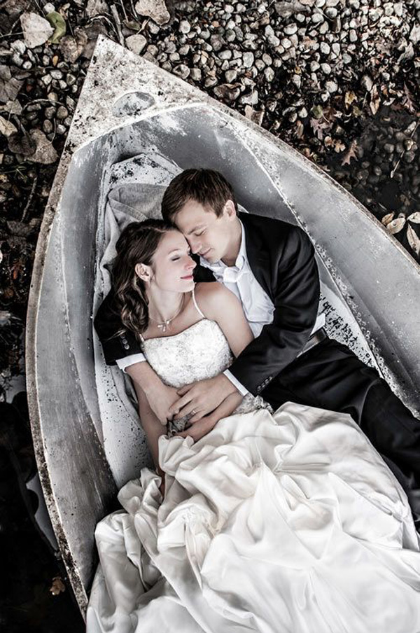 romantic wedding photo in the boat