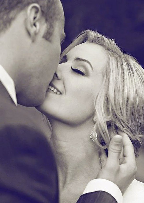 sweetest love kiss in weddings