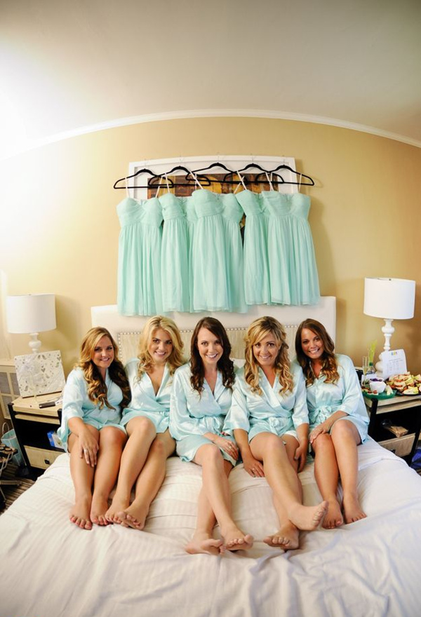 bed scene wedding photo ideas with your bridesmaids