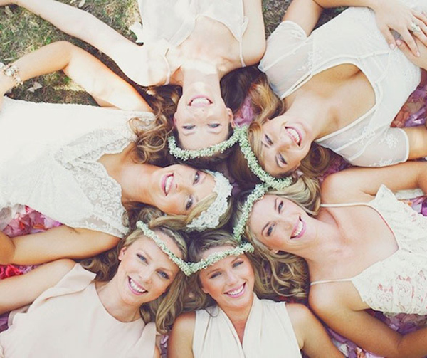 boho wedding photo ideas with bridesmaid