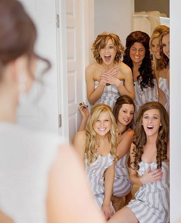 cute wedding photo idea that do a first look with the bridesmaids