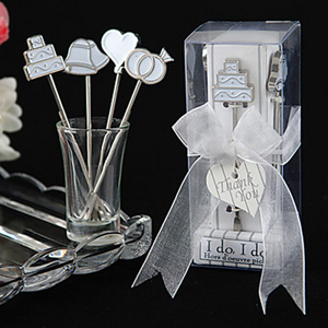 practical-wedding-favor-fruit-forks