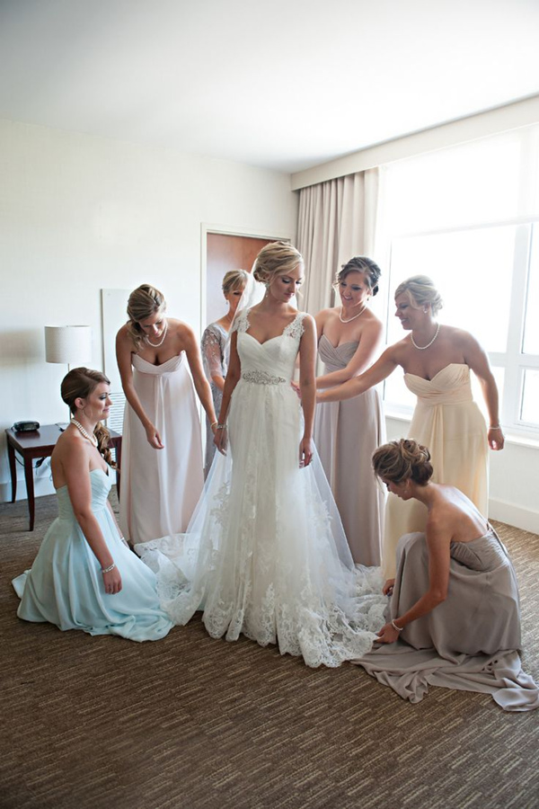 tradtional wedding photo ideas with your bridesmaids