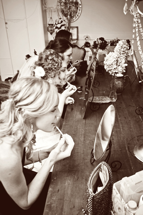 vintage wedding photo ideas with bridesmaids getting ready
