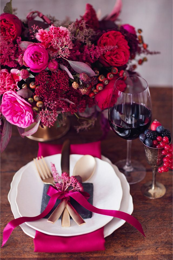 awesome berry shades winter wedding tablescape