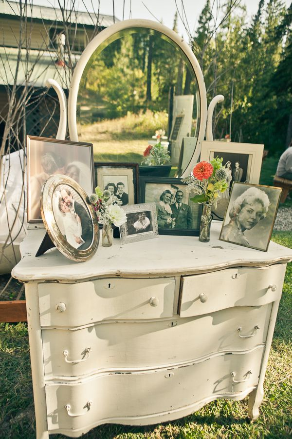 creative wedding ideas vintage family photos display