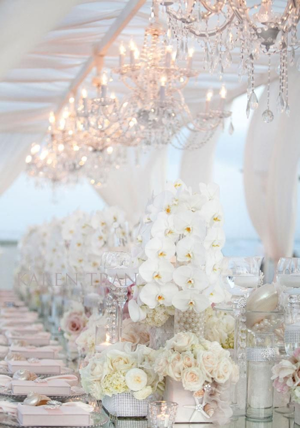 fantasitic white colored winter wedding tablescape