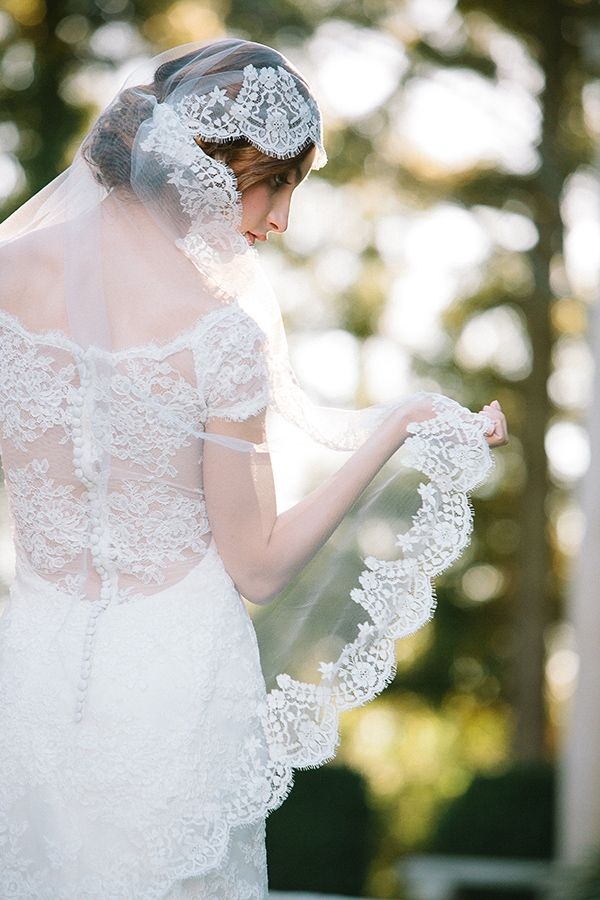 gorgeous bride photos with silk lace wedding veils
