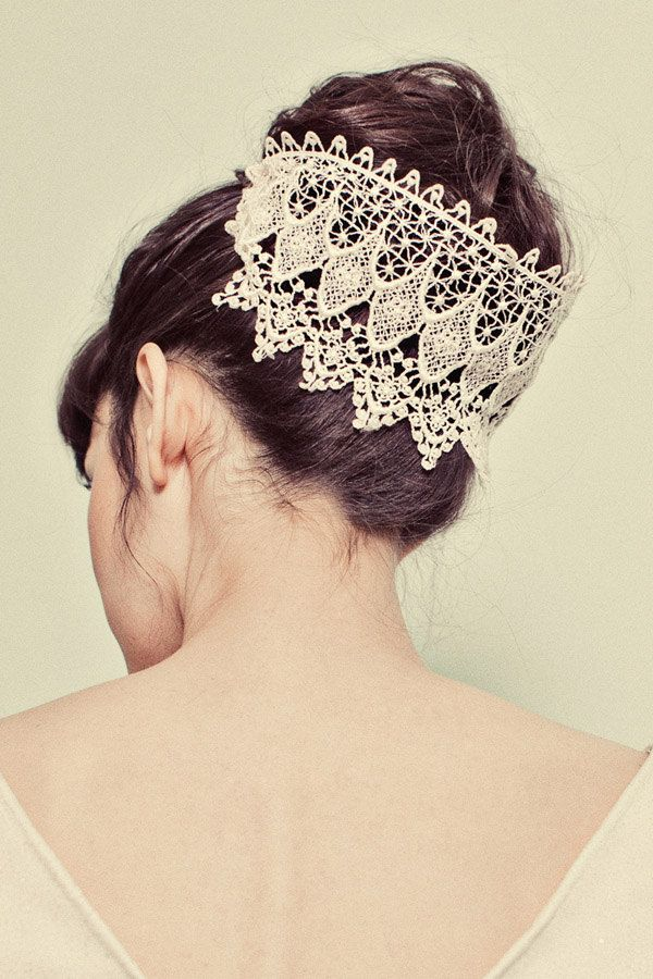 graceful  lace wedding hairpiece inspiration