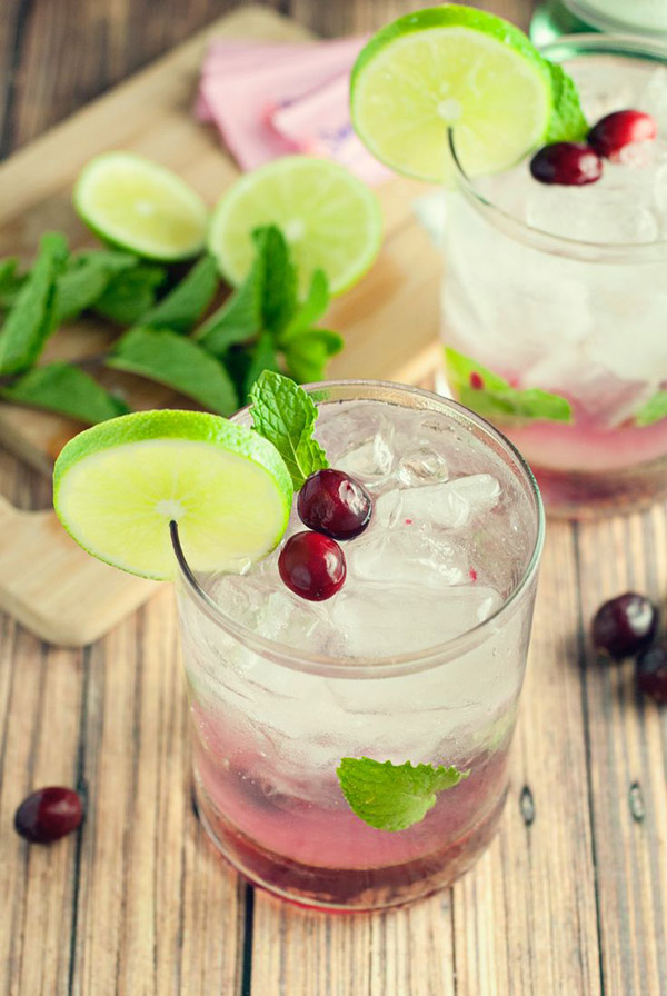 icy cranberry wedding drinks