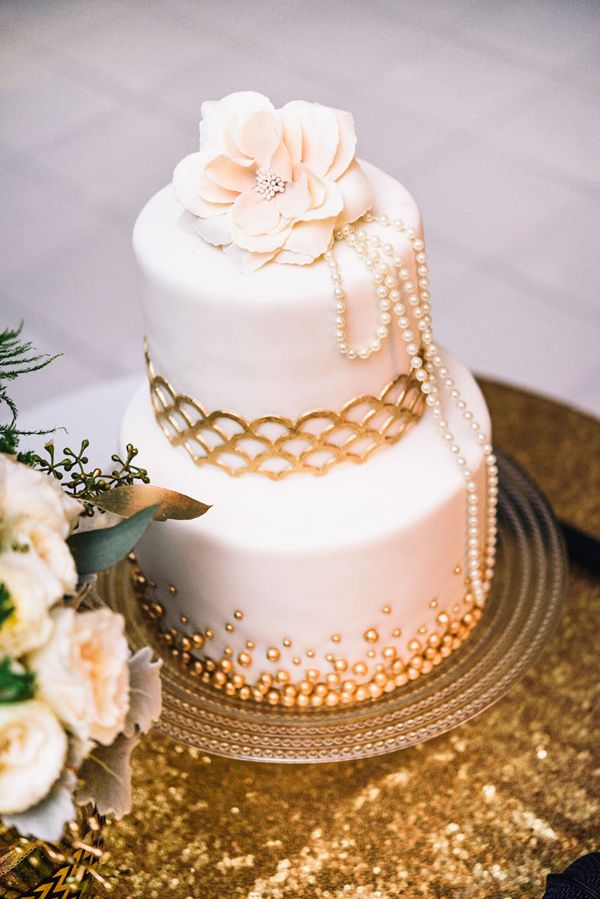 Gatsby themmed gold and ivory wedding cake