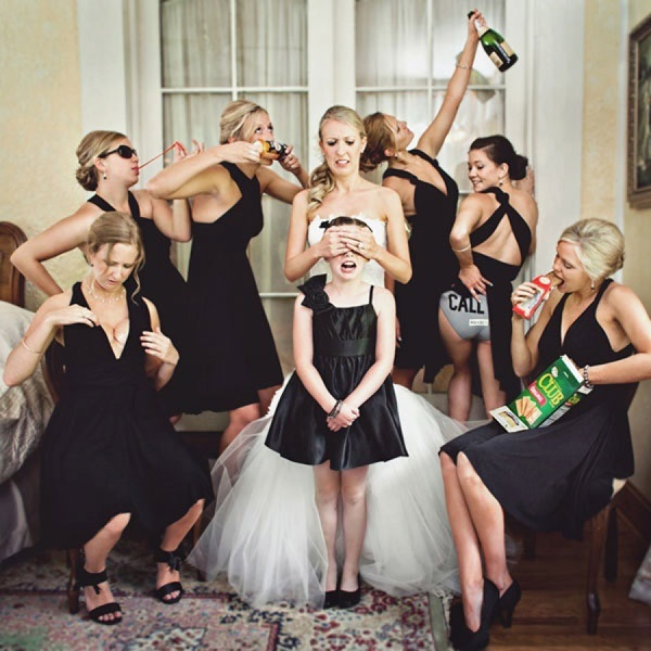 creative funny wedidng photography ideas of Bride,bridesmaids and flower girl