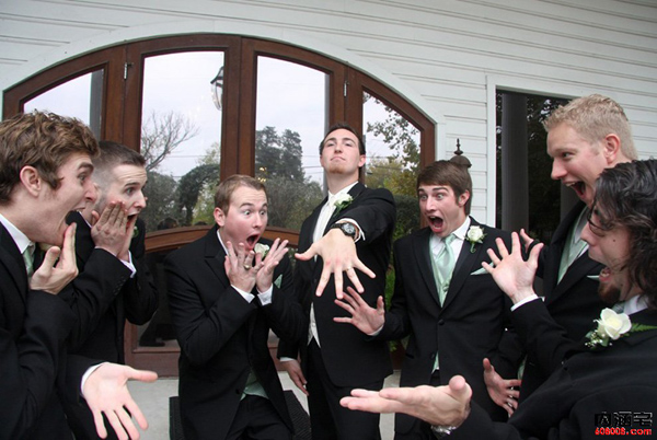 funny groom photo ideas-showing off your engagement ring