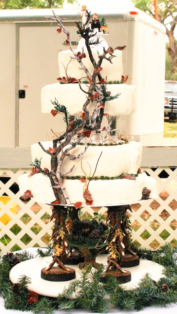 gorgeous camo wedding cakes