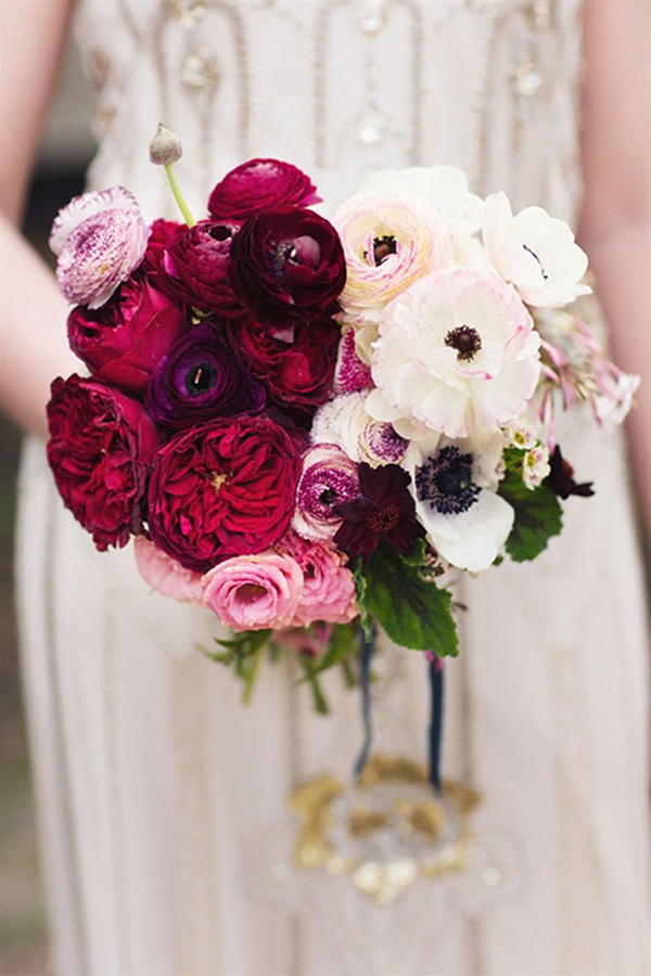 ombre wedding bouquet ideas with ranunculus