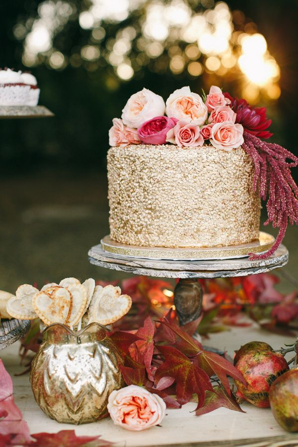 one tiered gold sparkle wedding cake