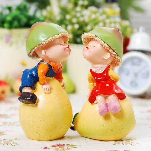 rustic-wedding-gift-pear-couple-cake-topper