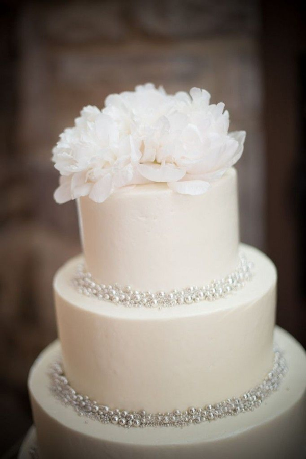 sweet and simple wedding cakes with pearl