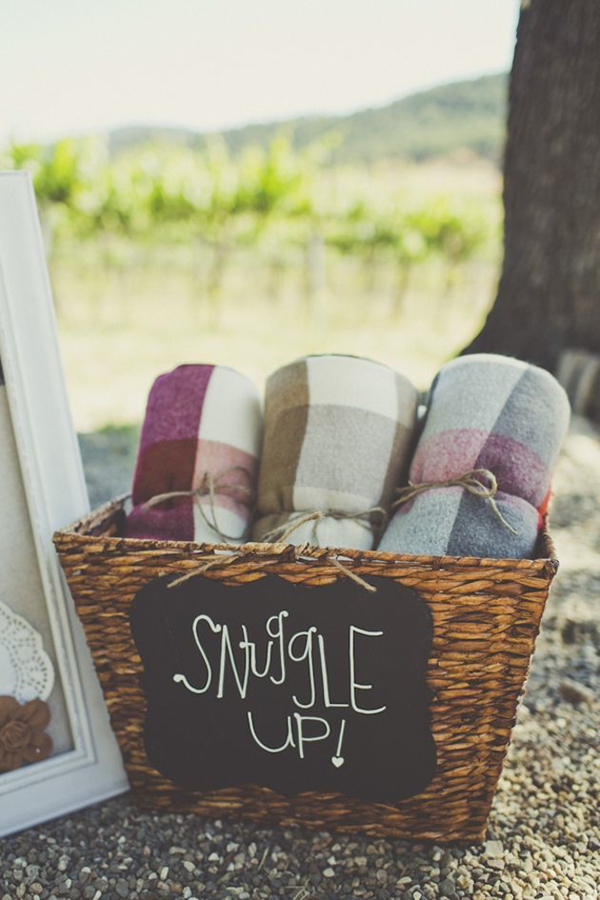 thoughtful winter wedding gift idea of cosy blankets