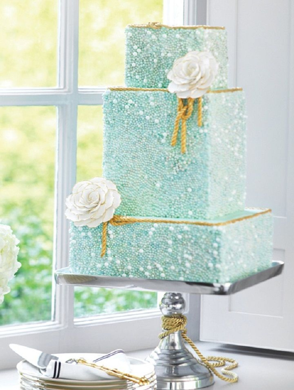 turquoise wedding cake with gold rope edges and pearls