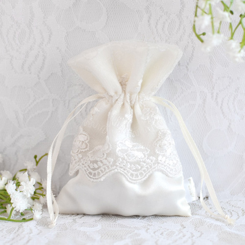 Hot-Sales-White-Lace-and-Satin-Wedding-Favor-Bags-EWFB022