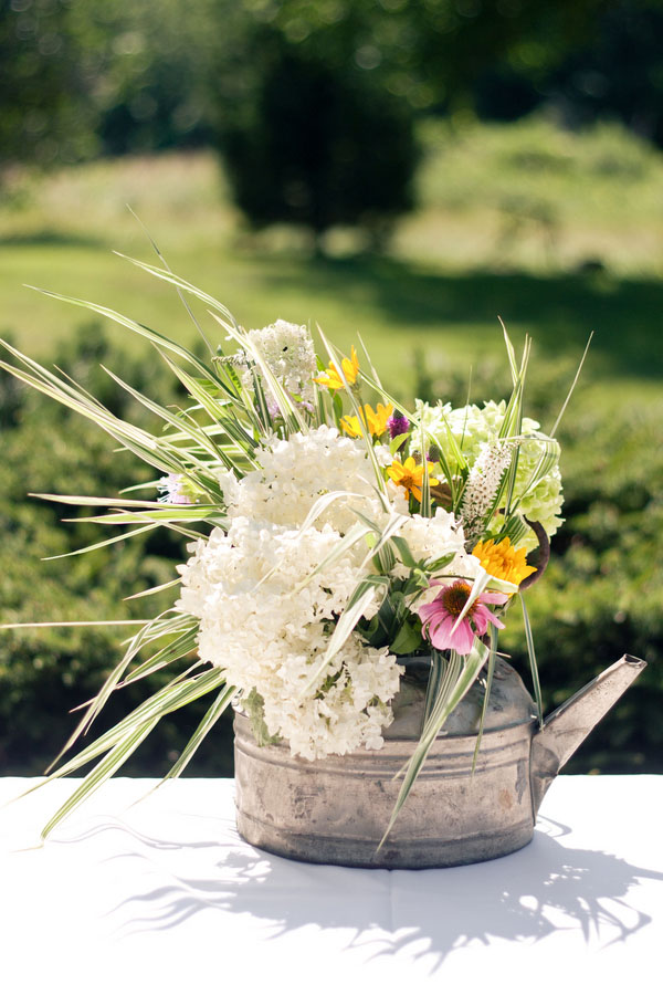 beautiful garden wedding decor ideas with watering cans